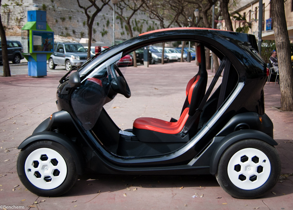 twizy by renault test drive viacomit. Black Bedroom Furniture Sets. Home Design Ideas