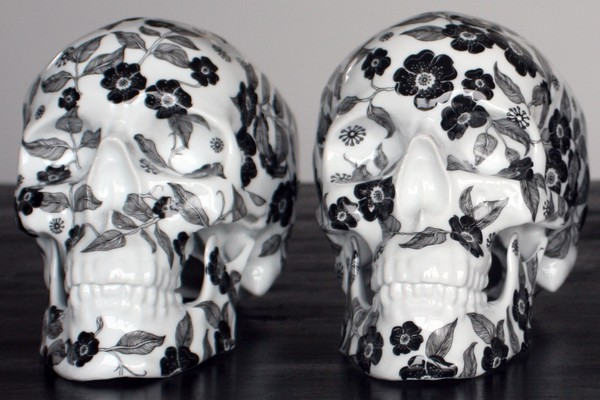 k-olin-tribu-x-noon-black-flower-porcelain-skull-sculpture-01