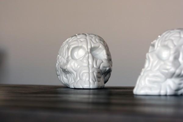 k-olin-tribu-x-emilio-garcia-skull-brain-porcelain-sculpture-01