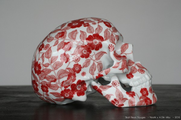 k-olin-tribu-x-noon-red-flowers-porcelain-skull-sculpture-01