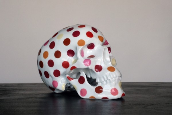 k-olin-tribu-x-noon-polka-dot-porcelain-skull-sculpture-01