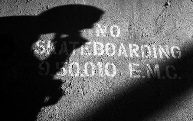 no-skateboarding-exposition-a-la-cite-de-la-mode-et-du-design-01
