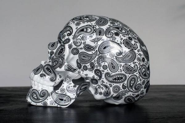 k-olin-tribu-x-noon-cashmire-black-porcelain-skull-sculpture-01