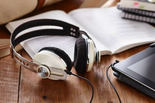 sennheiser-momentum-on-ear-headphone-ivory-01