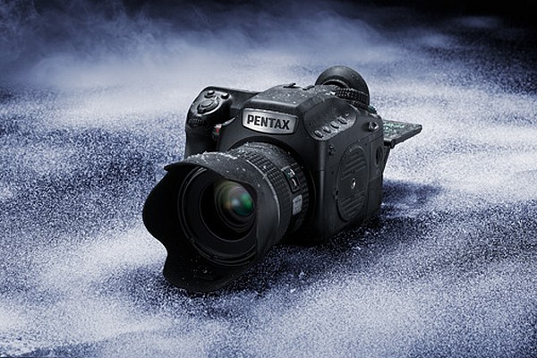 pentax-645z-medium-format-digital-camera-01