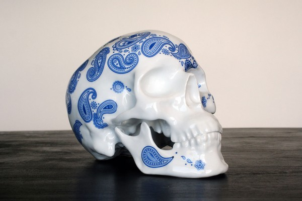 k-olin-tribu-x-noon-cashmere-blue-porcelain-skull-01