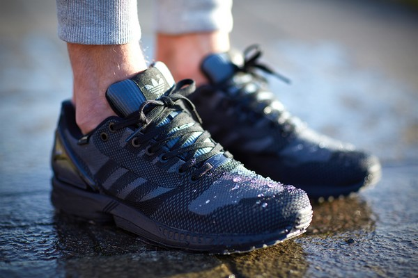 The adidas Originals ZX Flux is a sleek re-imagining of an iconic '80s runner, these men's shoes put the ZX look into a sleek tonal woven upper.