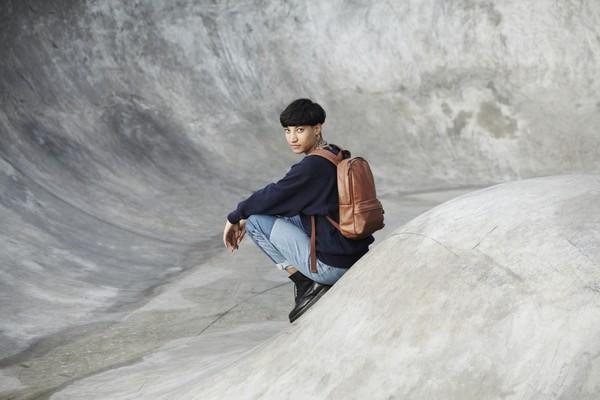eastpak-frick-leather-backpack-bag-01