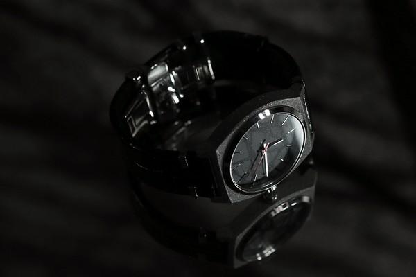 e-r-x-nixon-time-teller-01
