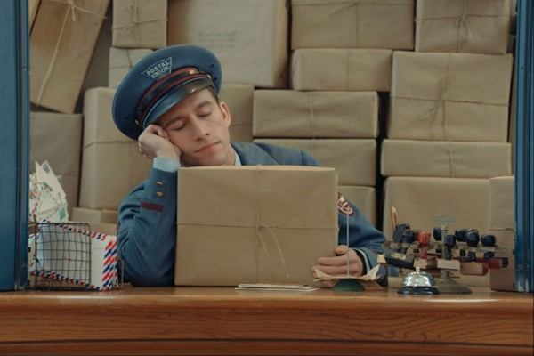 prada-the-postman-dreams