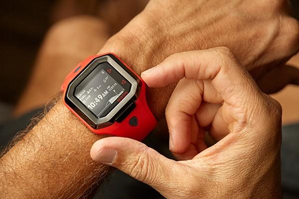 nixon-ultratide-smart-surf-watch-01