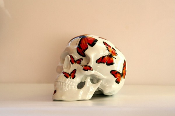 k-olin-tribu-x-noon-red-butterfly-porcelain-skull-01