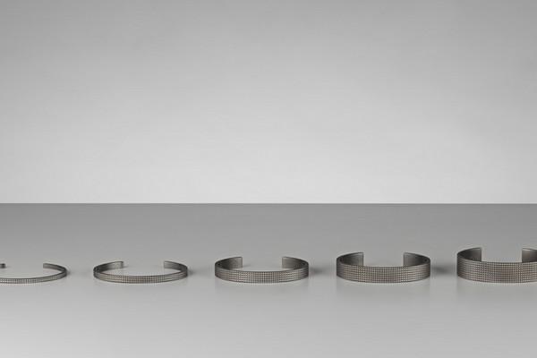 bracelet-guilloche-en-argent-mat-le-gramme-01