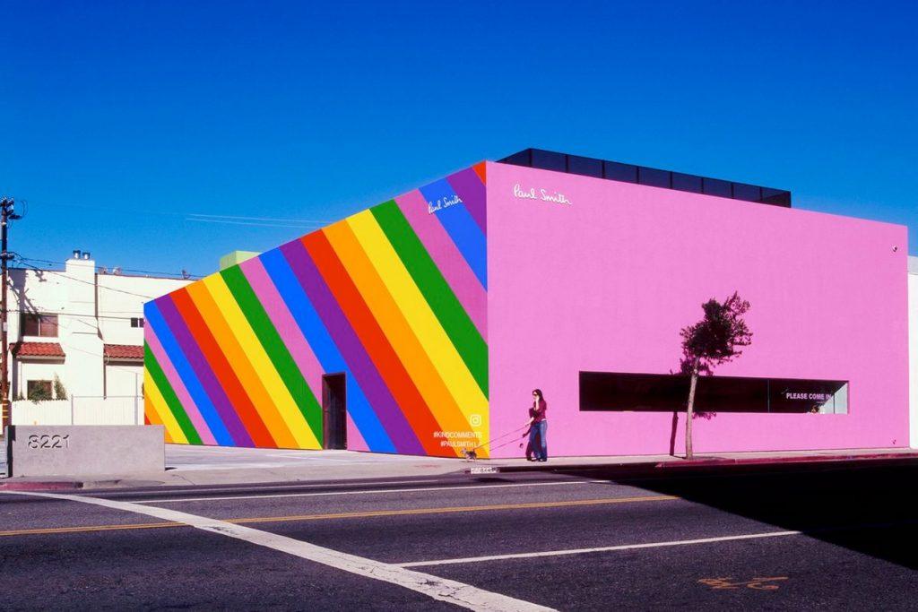 """Le Pink Wall de Los Angeles se transforme en Rainbow Wall pour le """"LGBT Pride Month"""""""