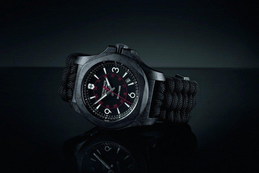Victorinox-I-N-O-X-Carbon-01