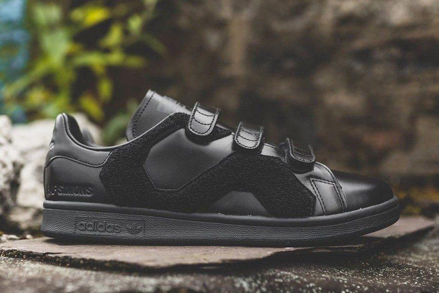 raf-simons-x-adidas-originals-stan-smith-comfort-badge-02