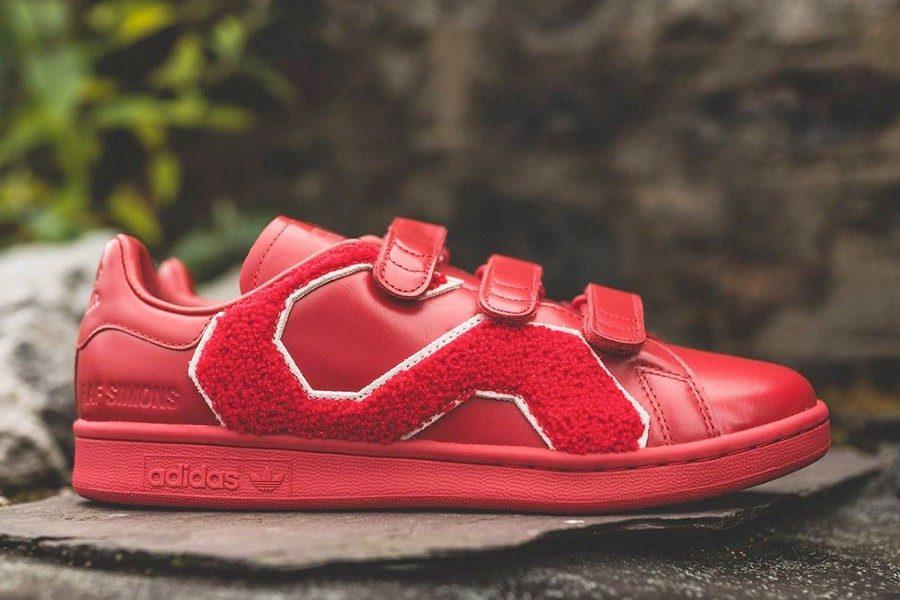 raf-simons-x-adidas-originals-stan-smith-comfort-badge-04