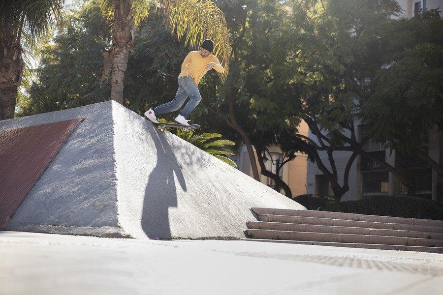 Converse-Cons-x-Chocolate-Skateboards-01