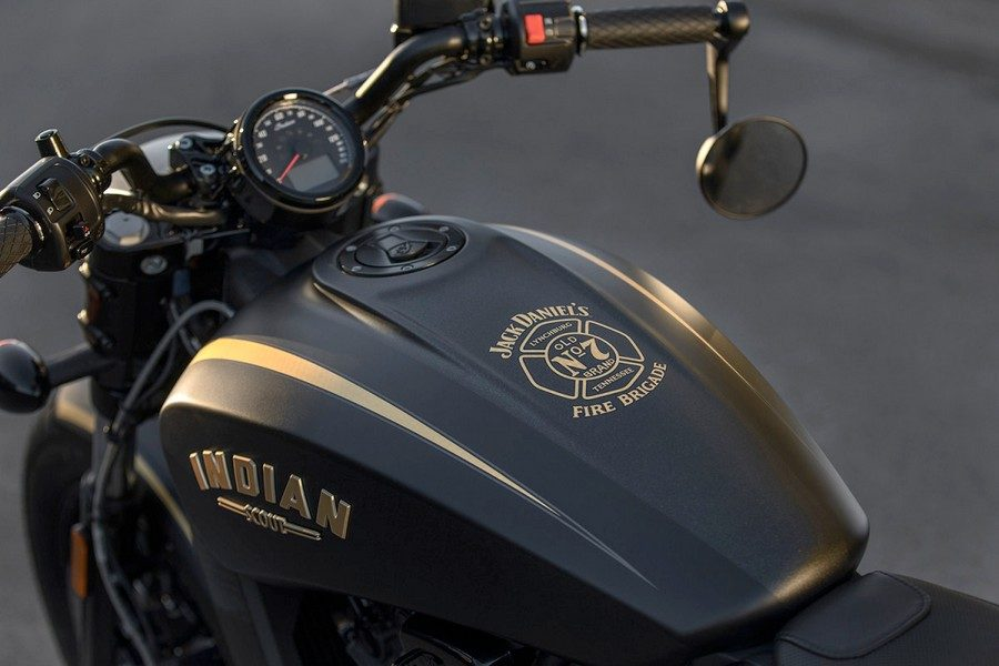 2018-indian-scout-bobber-jack-daniels-edition-04b