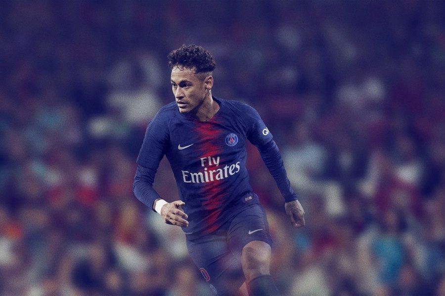 nike-football-x-psg-presentent-nouvelle-tenue-pour-la-saison-20182019-04