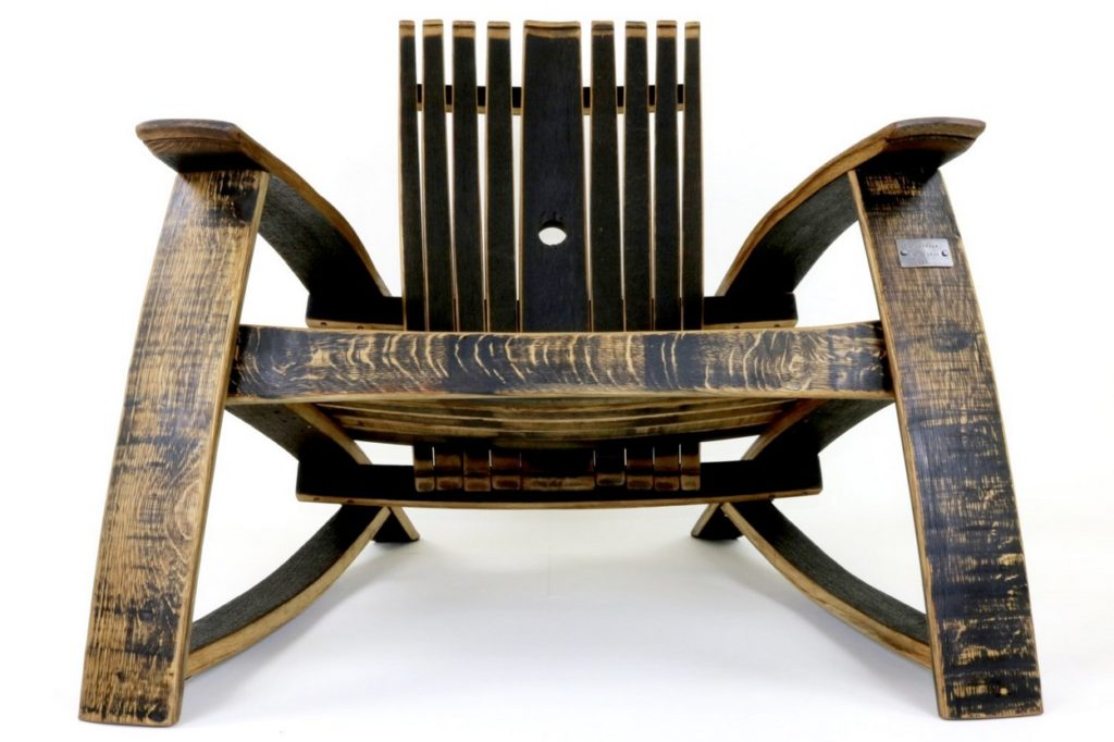 Bourbon Barrel Lounge Chair par Hungarian Workshop
