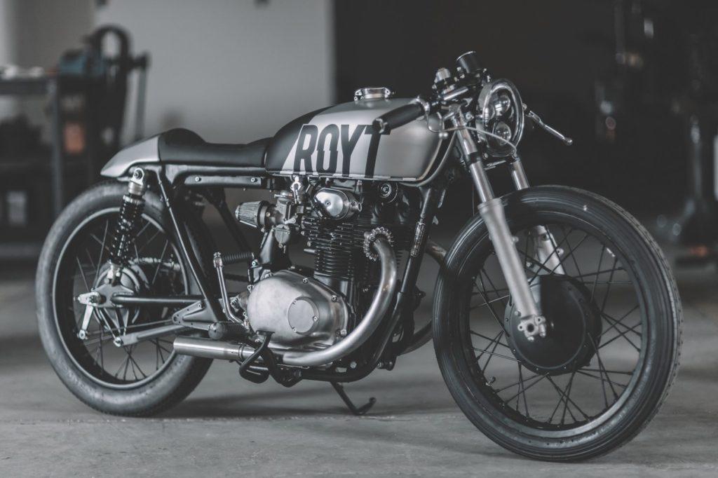 """Honda CB250 """"ROYT"""" de 1972 par Hookie Co"""