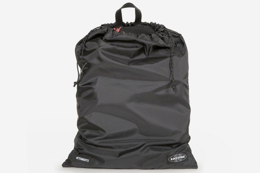 vetements-x-eastpak-automnehiver-2018-capsule-collection-06