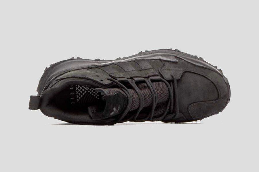 adidas–f1-3-le-triple-black-07