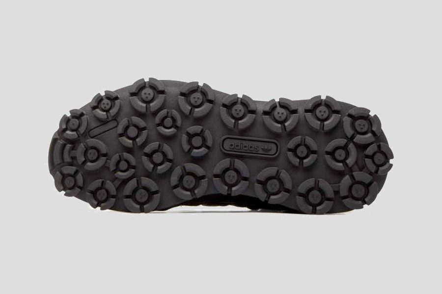 adidas–f1-3-le-triple-black-08