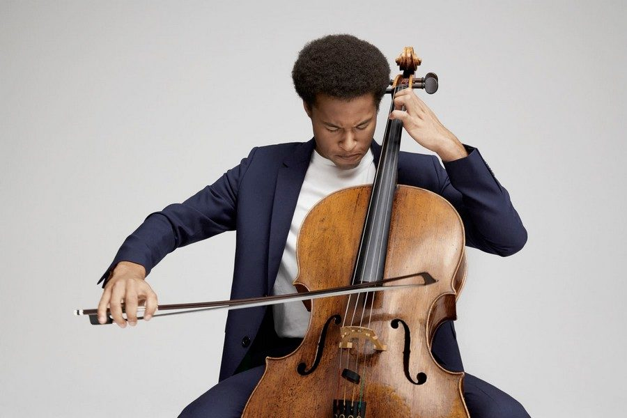 campagne-sheku-kanneh-mason-x-paul-smith-a-suit-to-travel-in-01
