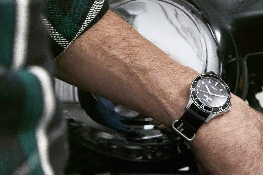 end-timex-neighborhood-18004-navi-watch-01