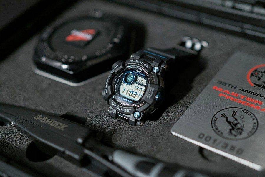 g-shock-frogman-gwf-d1000b-1ltd-35th-anniversary-collectors-set-with-diving-knife-02