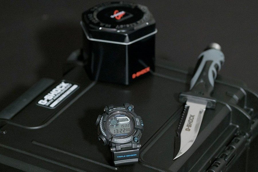 g-shock-frogman-gwf-d1000b-1ltd-35th-anniversary-collectors-set-with-diving-knife-04