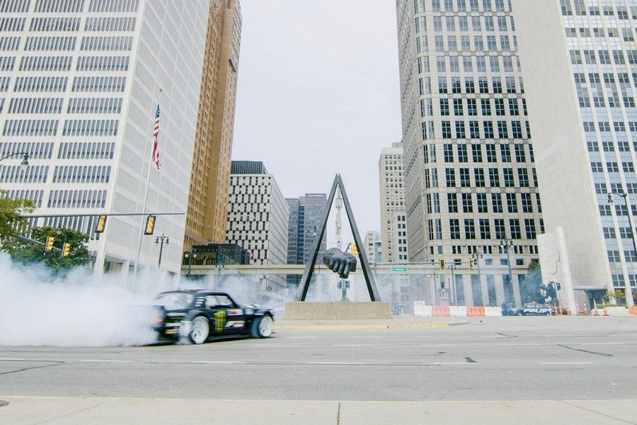ken-blocks-gymkhana-ten-the-ultimate-tire-slaying-tour-04