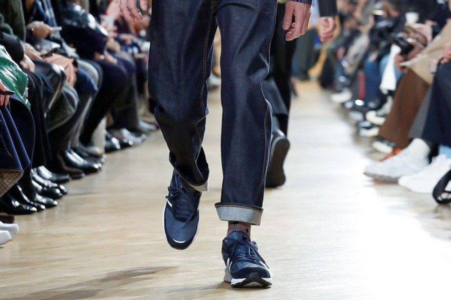 comme-des-garcons-new-balance-fall-2019-preview-collection-02