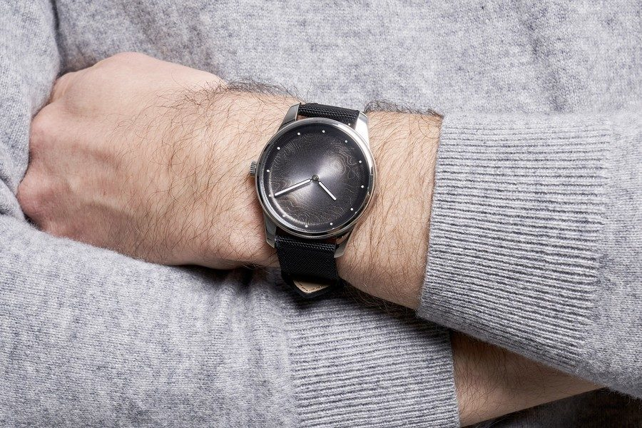montre-awake-silver-moon-01