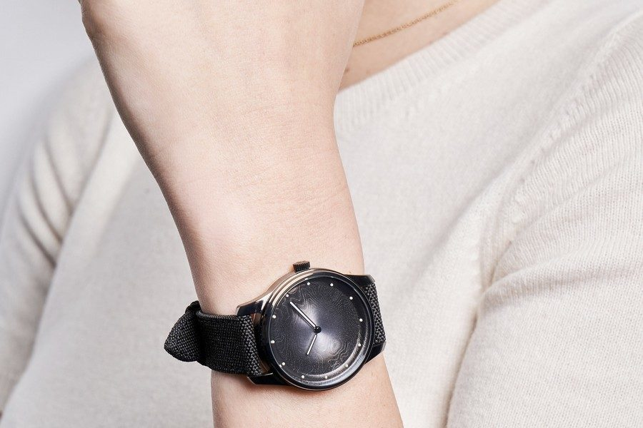 montre-awake-silver-moon-02