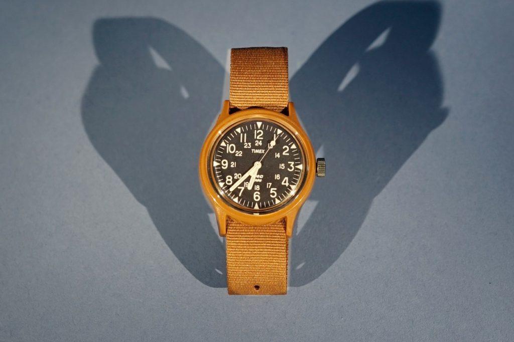 Timex s'est associé à YMC pour mettre à jour sa montre MK1