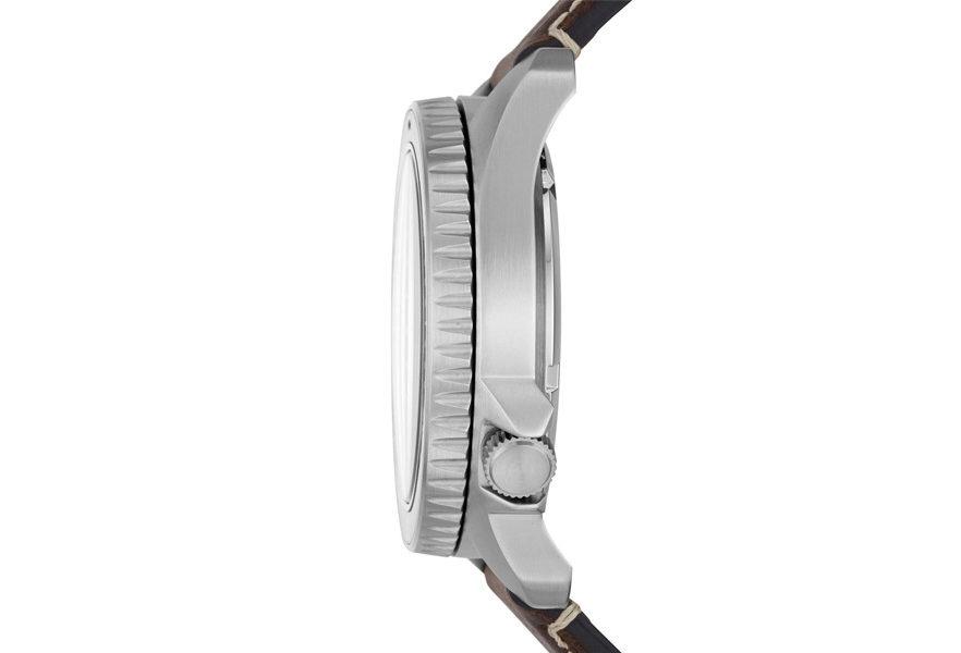 montre-fossil-defender-03