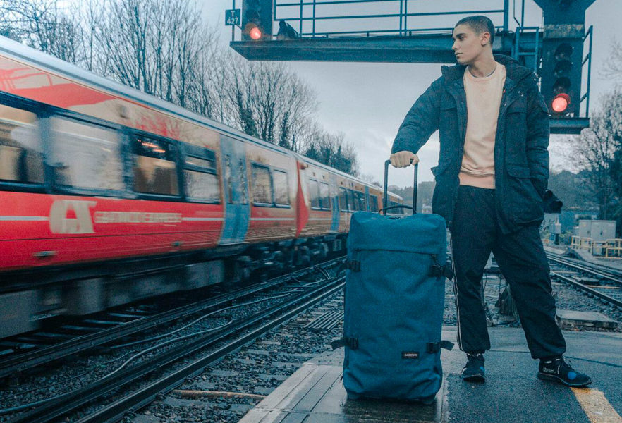 a-day-in-brighton-eastpak-holiday-2019-campagne-08