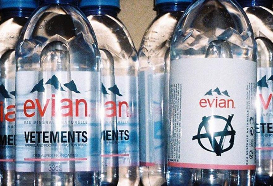 evian-x-vetements-une-collaboration-surprise-02