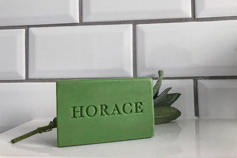 HORACE lance un nouveau pain de savon surgras au parfum de Cèdre de Virginie & Feuille de sauge